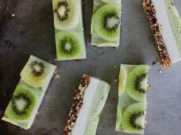 kiwi fruit, kiwi fruit slice, raw cheesecake