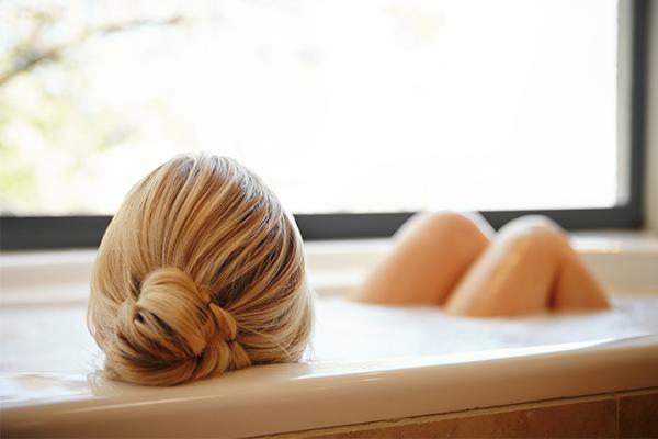 Kayla Itsines, epsom salts, magnesium, muscle soreness, bath