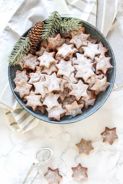 almond and cinnamon stars, cinnamon stars, healthy holiday treats, healthy christmas desserts