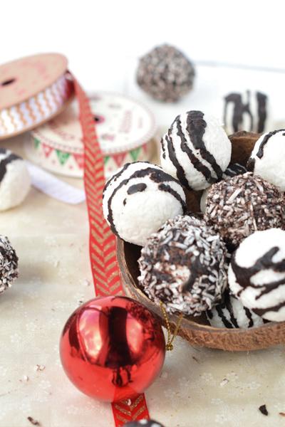 coconut bliss balls, coconut energy balls, coconut christmas balls, coconut christmas bites, health holiday treats, healthy christmas treats