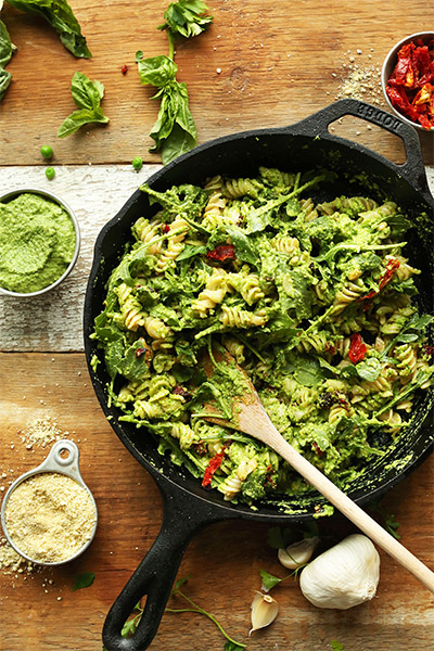 Vegan Pea Pesto Pasta With Sundried Tomatos & Arugula, vegan pasta, wellness