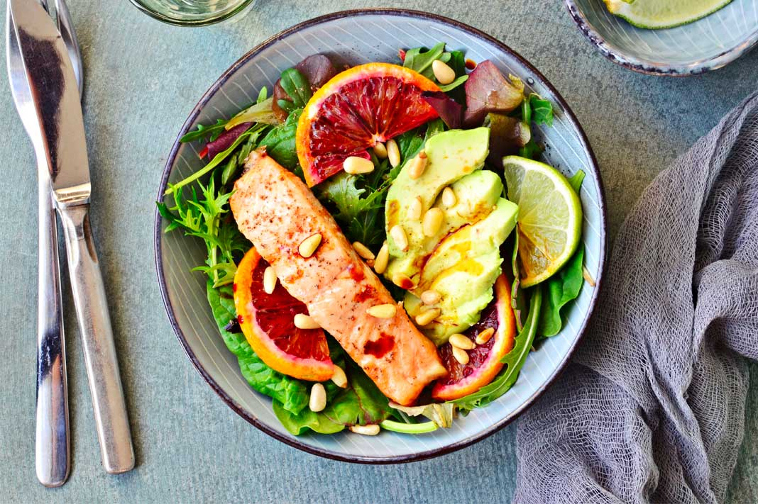 healthy salad avocado salmon carbs
