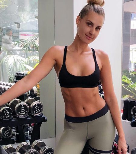 The 7 Minute Routine Responsible For Laura Dundovic's Killer Abs