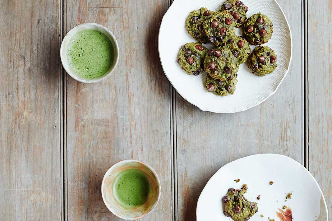 Add These Antioxidant-Rich, Matcha Chocolate Chip Cookies To Your To-Do List This Weekend