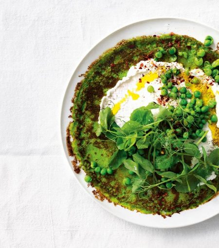 Sneak Some Greens Into Your Breakfast With These Delicious Spinach & Pea Pancakes