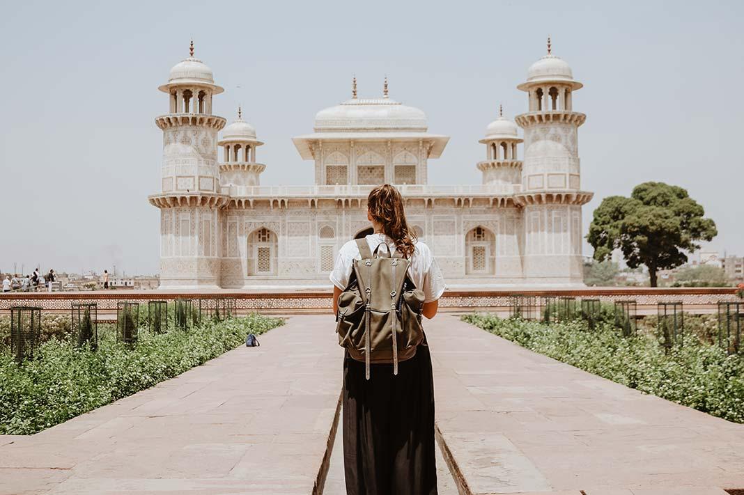 unimoon woman solo traveling