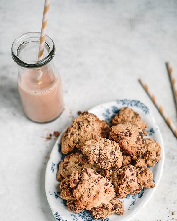 vegan almond chocolate chip cookies